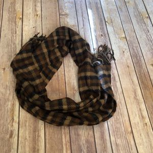 D&Y Brown Plaid Scarf with Fringe NWT